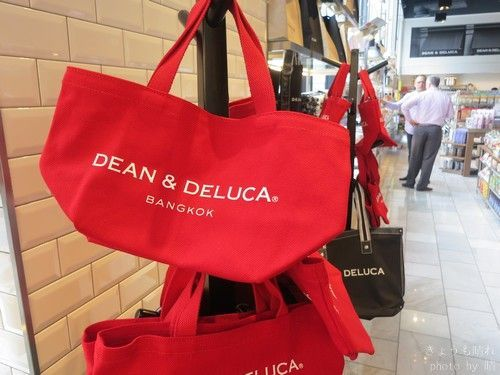 Dean and Delucaのバンコク店舗で買える限定商品。