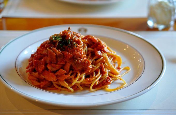 もちっとした食感の麺も、コクのあるトマトソースも、今も変わらず愛されている味です。