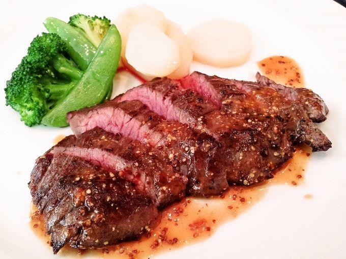 ある日のランチコース、本日のお肉料理です。ランチはコース3種(1380yen、1890yen、2500yen)と、プレートランチ(1080yen、平日のみ)です。リーズナブルにいただけます!