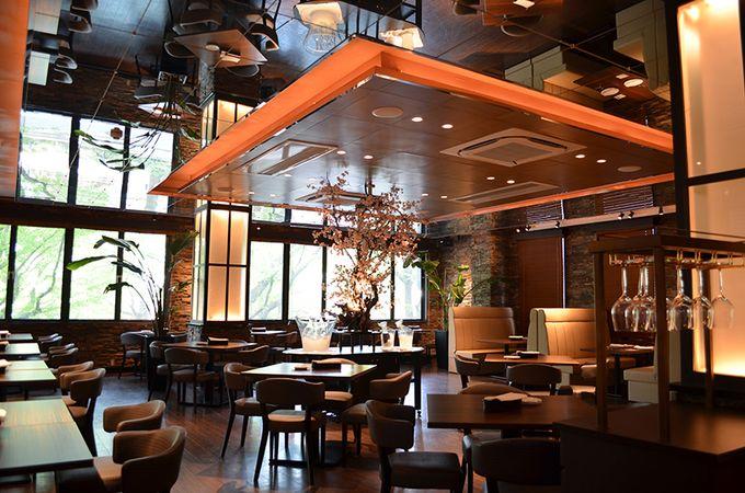 山下公園からすぐの、高級感、オアシス感ある素敵なレストランです。ゆったりくつろげ、お食事を存分に楽しめます。
