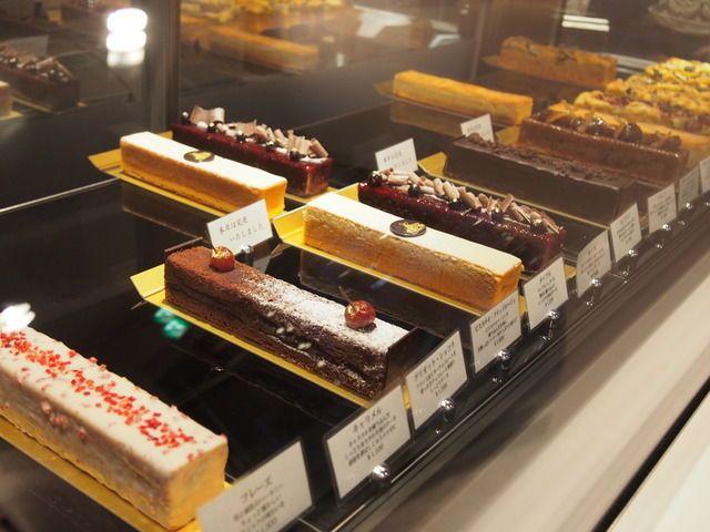 うっとりするような美しいケーキが並びます。
