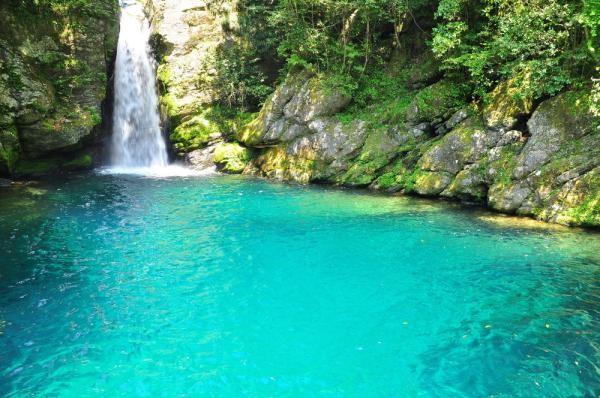 仁淀ブルーに息をのむ!高知県にある「仁淀川」は日本一 ...