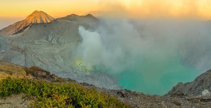 4、インドネシア「死の湖」 : 地...