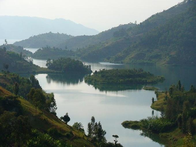 8、ルワンダ「キブ湖」 : 地球ヤ...