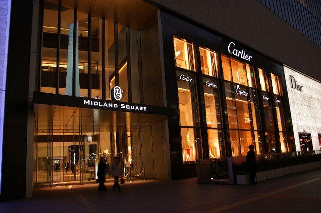 也有大量來訪的奢侈品牌專賣店。