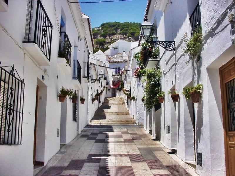 「白い村」の中心都市!スペインのミハスはアンダルシアの ...