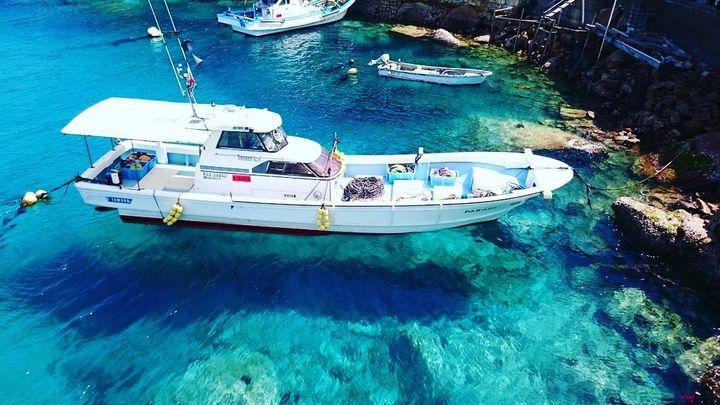 ヨーロッパ?ではなく日本!船が宙に浮いて見える「柏島」の絶景ビーチが美しすぎる