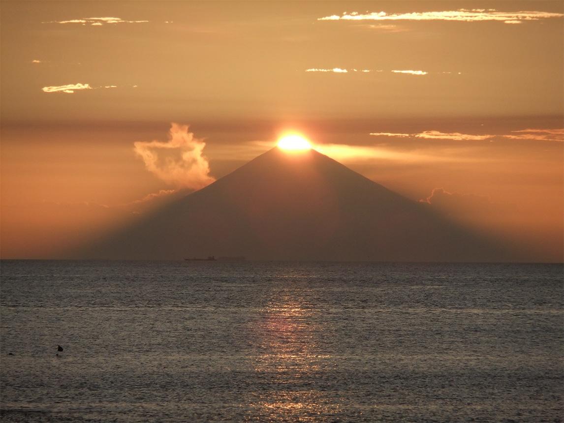 死ぬまでに一度は見るべき!「日本の夕陽百選」に選ばれた美しすぎる夕日9選 3枚目の画像