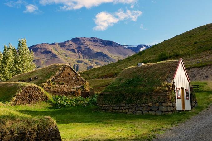 まるでホビットの家!?アイスランドの芝生の家が面... アイスランドの芝生の家が面白い! - う